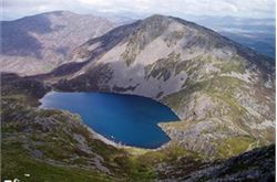 Camper airlifted off Snowdon